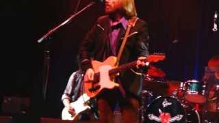 9 A Woman in Love It's Not Me) TOM PETTY & THE HEARTBREAKERS Pittsburgh PA Consol 6-20-2013 CLUBDOC