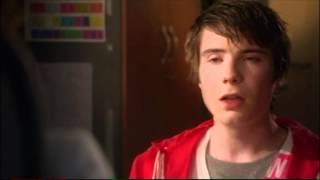 Extrait (VO): Chris gets expelled