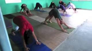 Yoga en los barrios continúa cambiando el futuro de miles de niños en Venezuela.