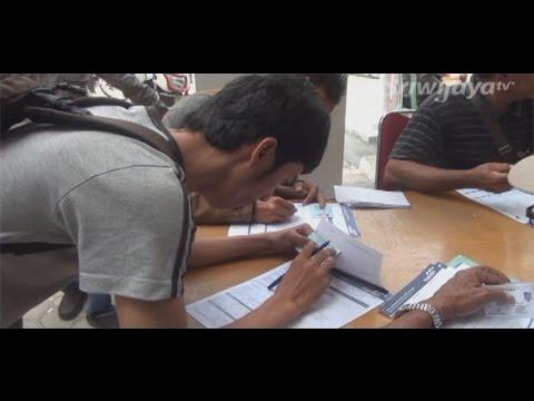 Pekerja PHK Rebutan Formulir Untuk Lakukan Pencairan JHT