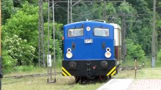 preview picture of video 'Buckower Kleinbahn - Ersatzverkehr mit Diesellok Karl Ankunft in Buckow'