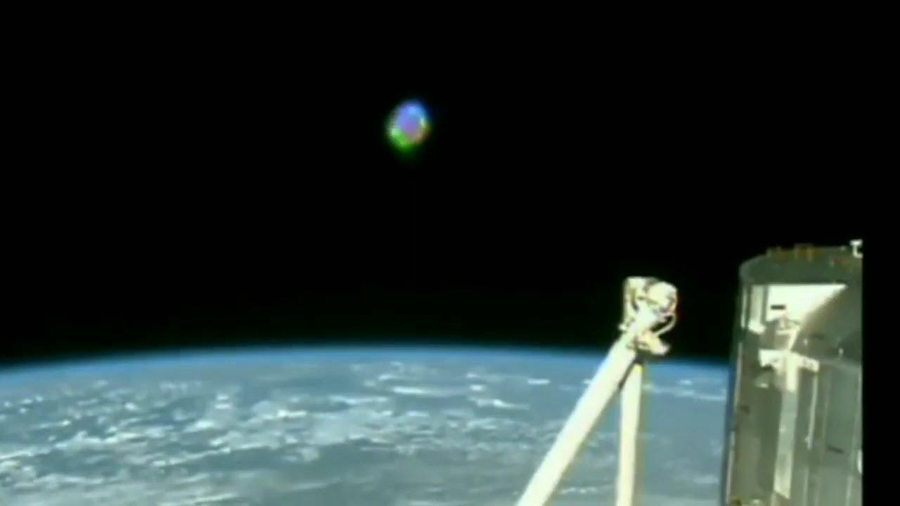 OVNI flotando en órbita, captado por la cámara por ISS