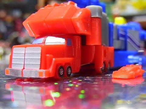 はたらくくるま カーキャリアーがみんなをおむかえに行くよ♪ 幼稚園バス パトカー 消防車 救急車が登場! おもちゃ アニメ 幼児 子供が喜ぶ動画 Fire Engine TOMICA TOY KIDS
