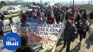 Migrant caravan marches towards U.S. consulate in Mexico | Kholo.pk