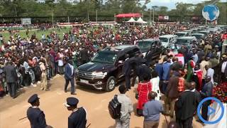 Raila leaves the crowd at Narok Stadium in a frenzy as he waves