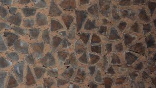 Уникальная кладка стены (дуб+глина). ЭкоФерма Горчичная Поляна.