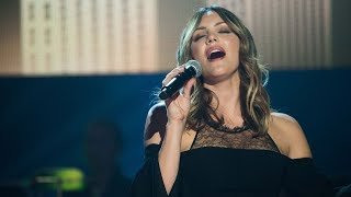 """Katharine McPhee Performs """"Somewhere Over The Rainbow"""" On PBS Soundstage"""