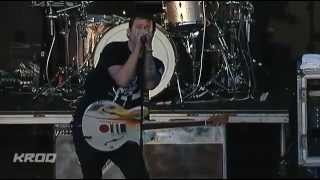 Angels And Airwaves - It Hurts (Live)