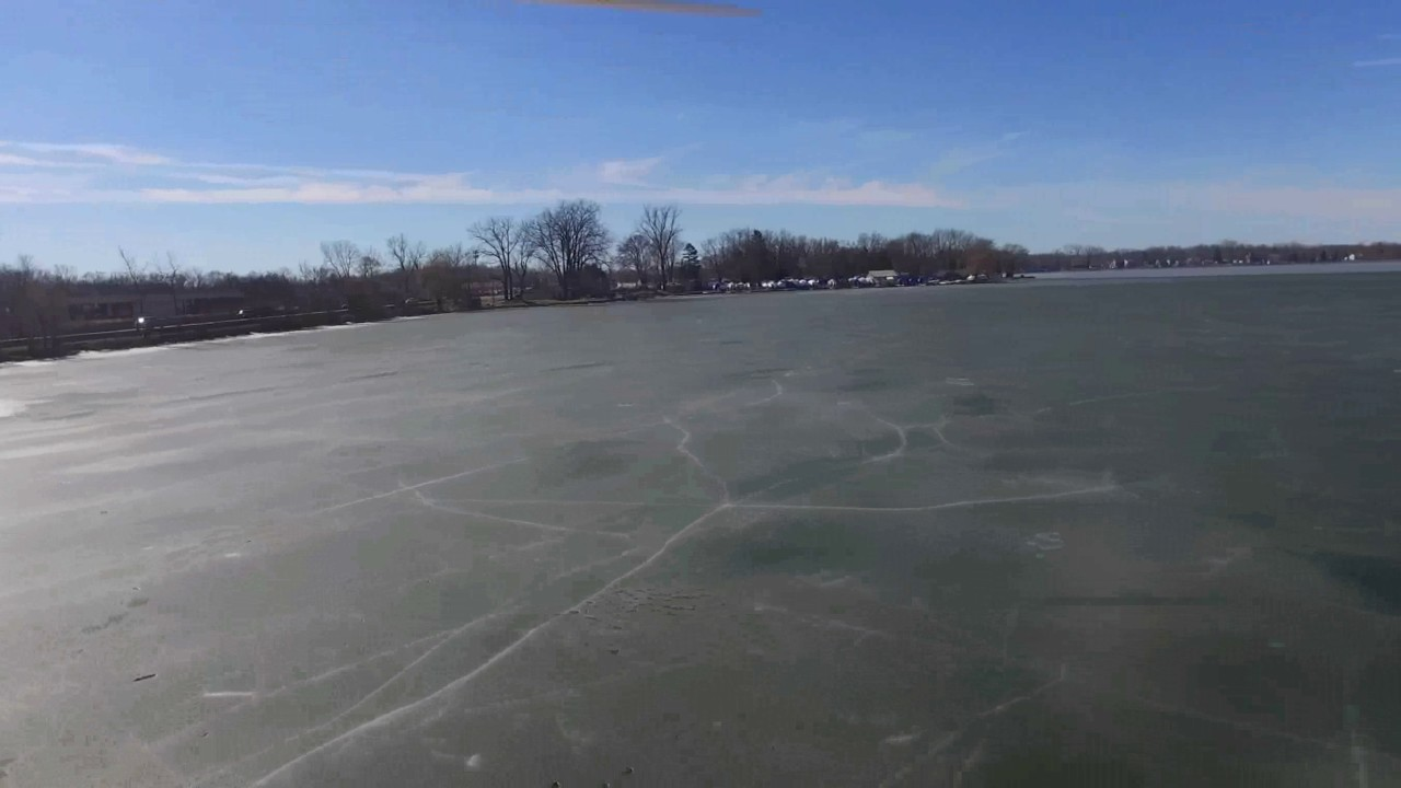 Снегоход провалился под лед (видео с дрона)