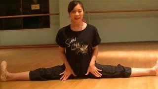 花咲先生のバレエレッスン~バレエをうまく見せる~膝を入れるストレッチ②のサムネイル