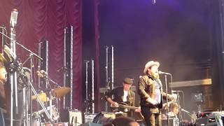 "Nathaniel Rateliff & The Night Sweats ""S.O.B."" Live Toronto August 9 2017"