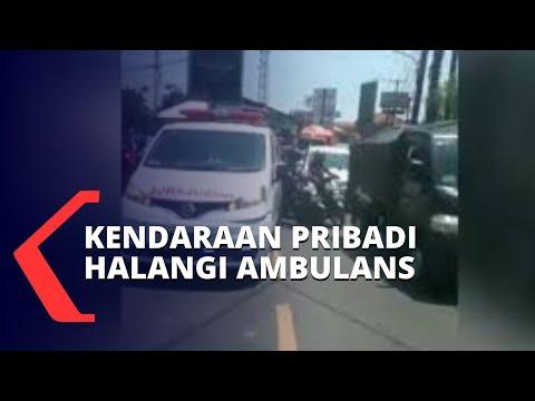viral ambulans angkut pasien dihalangi mobil berujung damai