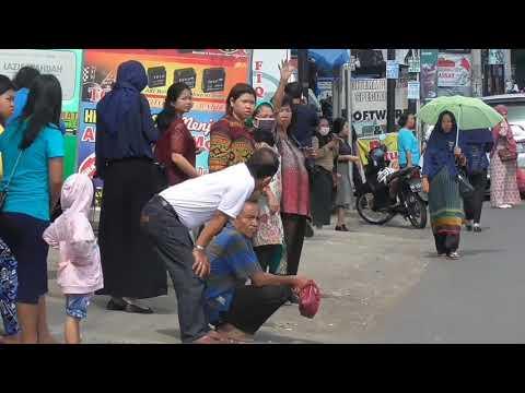 Video: Angkutan Umum Mogok, Penumpang Terlantar