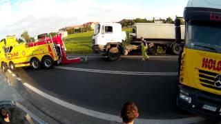 Krosno - Wyciąganie ciężarówki z rowu