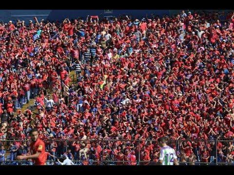 """""""El recibimiento al club más grande de Guatemala :)"""" Barra: La Banda del Rojo • Club: Municipal"""