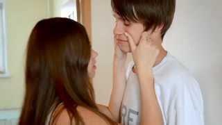Как целуются Даня и Кристи?     How Kristy kissed Danya?
