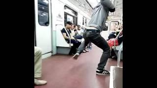 Обезьяна в метро