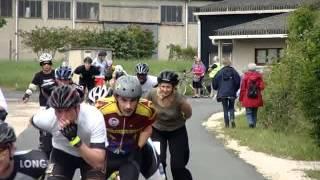 preview picture of video '6h Roller de Châteauroux 2014 - Passage avant virage à 90° (les locaux)'