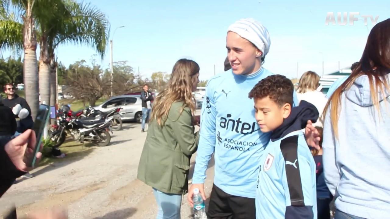 Los ganadores de Un Cuento Celeste visitaron a los futbolistas