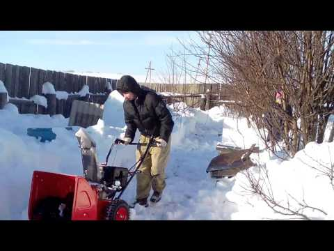 Работа роторным снегоуборщиком при очистки снега на точке.