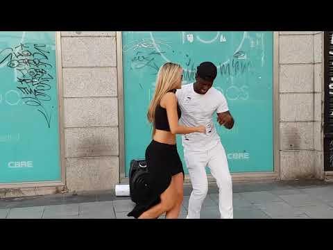 Se Ofrece Para Bailar Salsa y Mira Lo Que Sucede