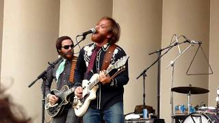 Dan Auerbach playing I Want Some More @ Lollapalooza