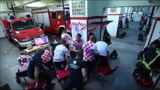 [W杯]クロアチア代表の勇姿を母国の消防士たちが見逃す