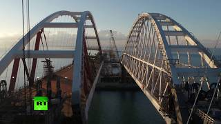 Автодорожную арку Крымского моста закрепили на фарватерных опорах