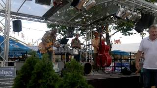 preview picture of video 'Mika Stokkinen Band - Too much monkey business - live Volksfest St. Pölten 15.06.2011'