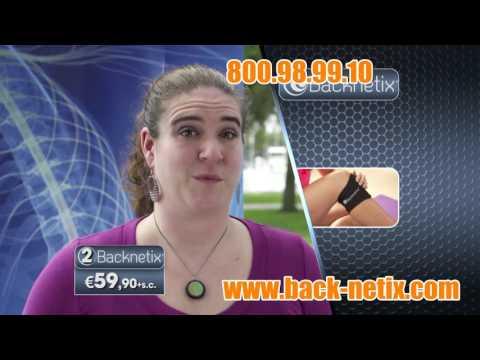 Massaggio per il bambino su reparto cervicale di una spina dorsale