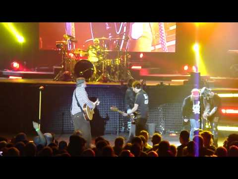 Guns and Roses - Liquor and Whores (live) in Phoenix, AZ 12-27-11 @ Comerica Theater