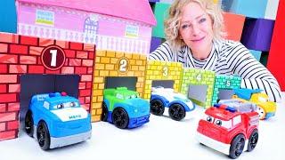 Die Spielzeugautos in Nicoles Spielzeug Kindergarten. Video für Kinder mit Nicole