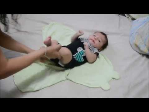 How to Swaddle a Baby With the SwaddleMe Blanket