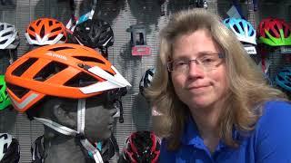 Wie sitzt ein Fahrradhelm richtige auf dem Kopf?