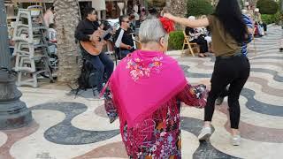 Хорошо у нас в Аликанте, танцуют люди!