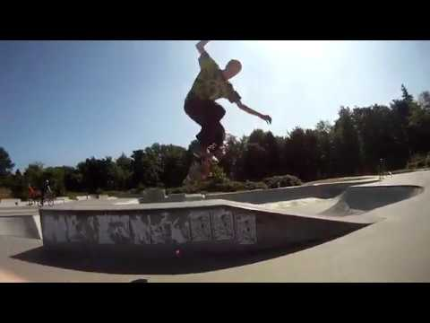 Skateboarding Bellingham Skate Park( 25 Sec Manual At The End)