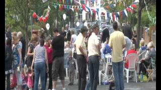 preview picture of video 'Coulsdon Rise Royal Wedding Street Party.mov'