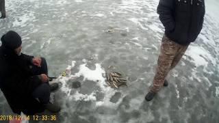 Ловля окуня зимой! Приколы на рыбалке 2018-2019!