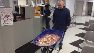 האיש ששילם דו״ח חנייה 3000$ במטבעות!