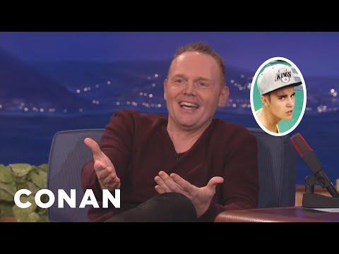 Bill Burr drží Justinovi Bieberovi palce