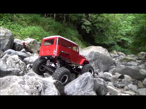 TAMIYA CR-01 LAND CRUISER 40 ROCK CRAWLING WITH COMPETITION TIRES