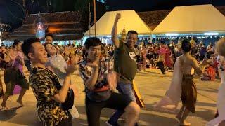 Lê Giang, Trấn Thành, Trúc Nhân, Thu Minh, Anh Đức múa Thái Lan Không Nhận Catxe
