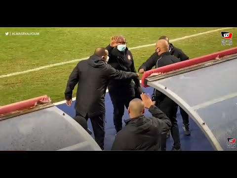 موسيماني وسامي قمصان يتوجهان لتحية محمد يوسف قبل مباراة الأهلي والبنك الأهلي
