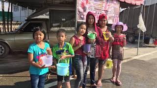preview picture of video 'รันย่าเล่นน้ำสงกรานต์ ถนนข้าวตังค่าา'