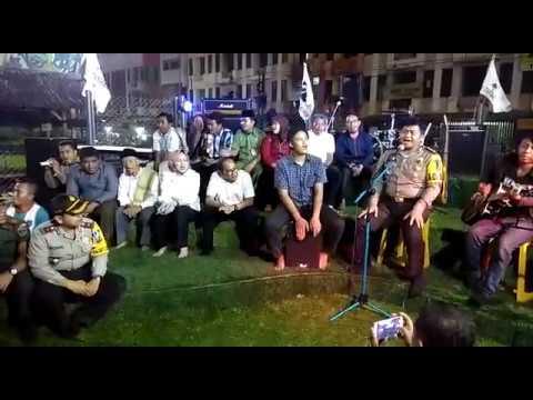 Kapolres dan Walikota Tangsel Ngamen Bareng Musisi Jalanan Ciputat