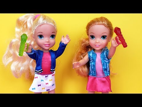 SINGING competition ! Elsa and Anna toddlers - Barbie is judge - contest (видео)