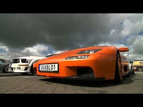 العرب اليوم - شاهد: توقيف 120 سيارة رياضية شاركت في سباق غير مرخص بألمانيا
