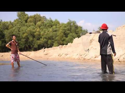Bắt cá ngày xả nước