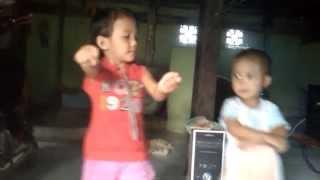 preview picture of video 'goyangoplosan nadia vs baim'