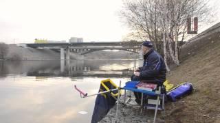 Смотреть онлайн Как правильно ловить рыбу на фидер при течении весной